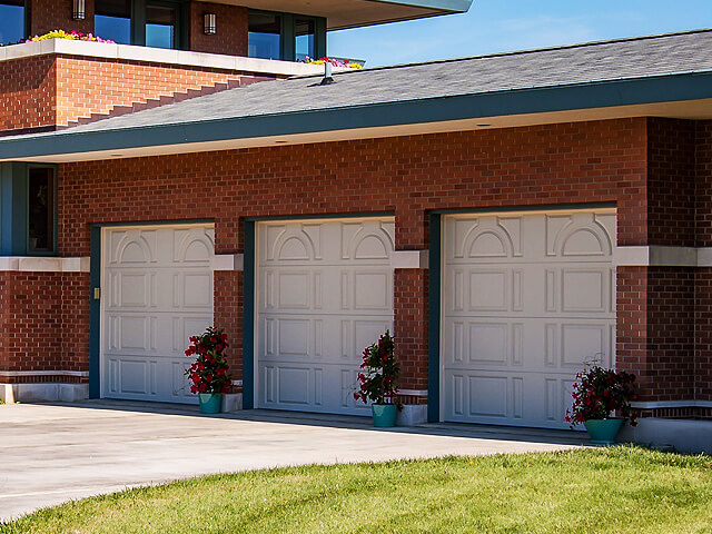 Lewis River Doors is a Ridgefield garage door service company